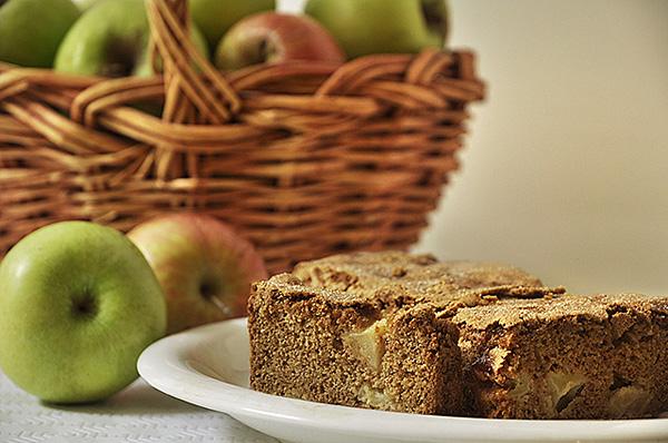Αρωματικό ψωμί με μήλα και κανέλα