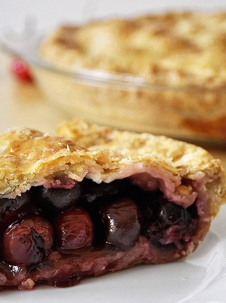 Ζουμερή κερασόπιτα / Cherry pie