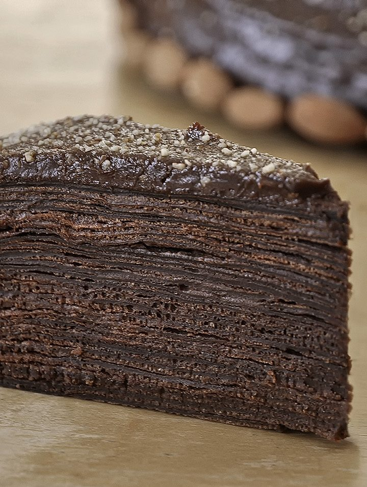 Τούρτα σοκολάτα-καραμέλα με κρέπες