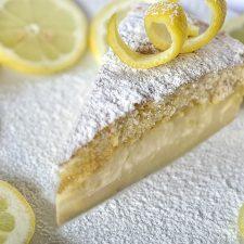 Μαγικό τριπλό κέικ λεμονιού