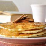 Pancakes με κεφίρ και σιρόπι κανέλας