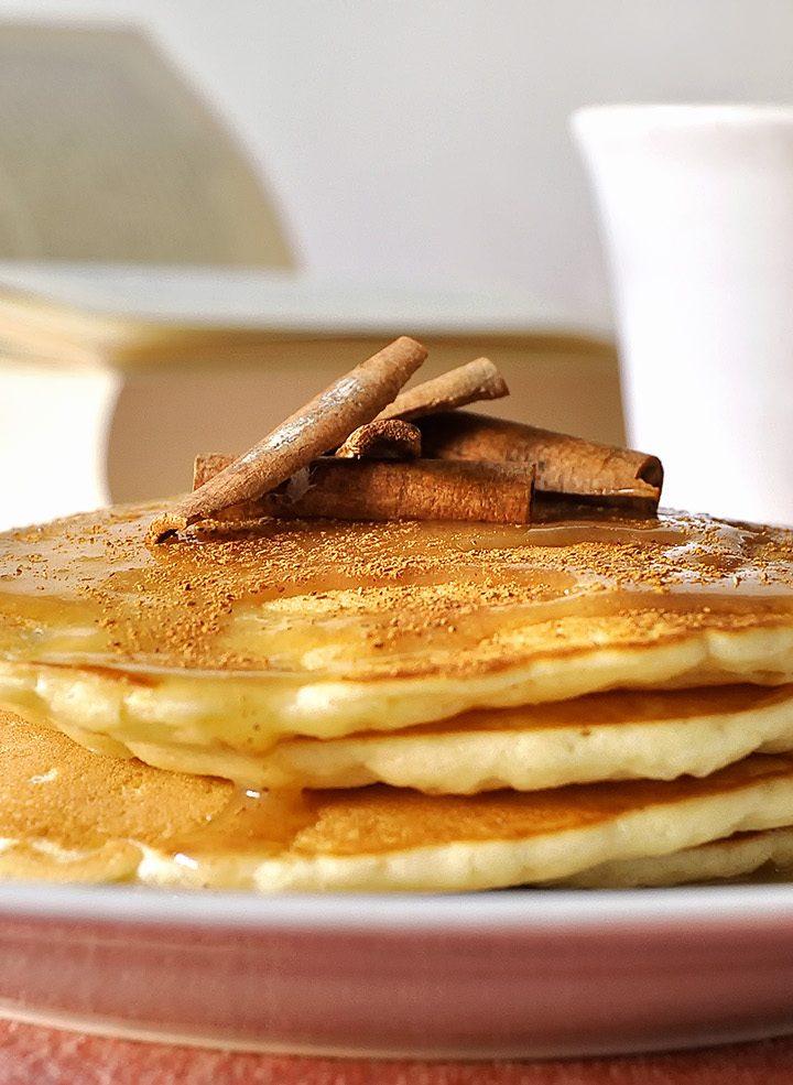 Pancakes με κεφίρ και σιρόπι κανέλας / Kefir pancakes with cinnamon syrup