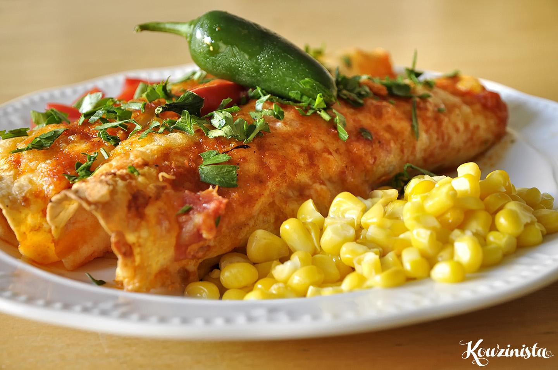 Enchiladas με κοτόπουλο και σάλτσα τσίλι / Red chile sauce chicken enchiladas