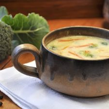 Σούπα λαχανικών με τυρί cheddar