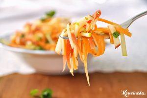 Δροσερή σαλάτα με καρότα και μήλα / Salad with crunchy carrots & juicy apples