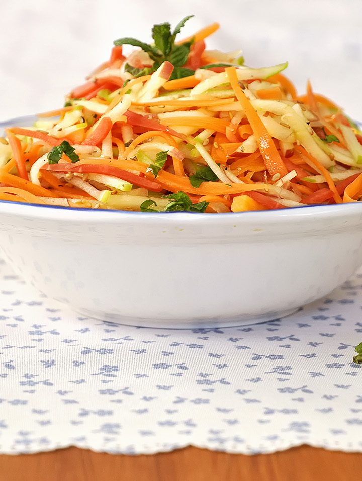 Δροσερή σαλάτα με καρότα και μήλα