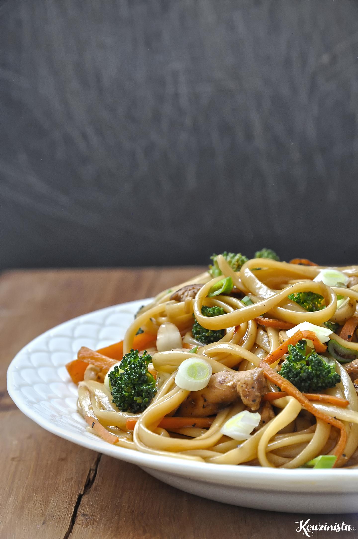 Ασιατικά λιγκουίνι με κοτόπουλο και λαχανικά / Asian chicken linguine
