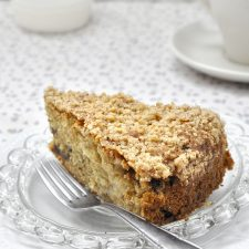 Νηστίσιμο κέικ με χαλβά και μήλο