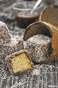 Nηστίσιμα κέικ με καρύδα και σοκολάτα (lamingtons ή χιονάτες) / Vegan lamingtons