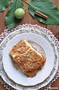 Kαρυδόπιτα με κρέμα ή πουτίγκα ή σπάτουλα / Walnut syrup cake with pastry cream