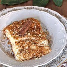 Καρυδόπιτα με κρέμα ή, όπως λέμε στο χωριό μου, πουτίγκα