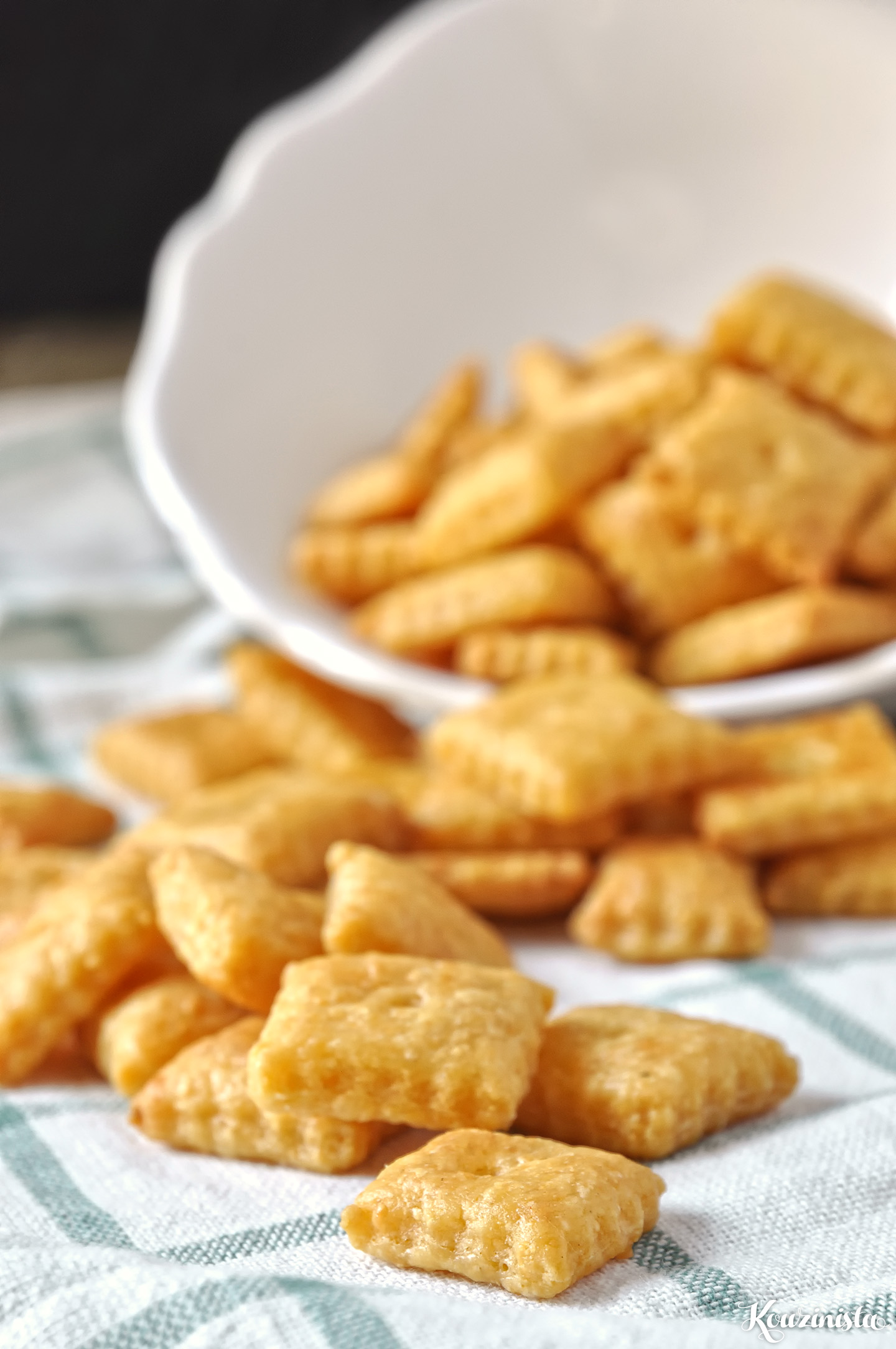 Σπιτικά κρακεράκια τυριού / Homemade cheese crackers