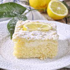 Κέικ λεμονιού με γιαούρτι και κραμπλ