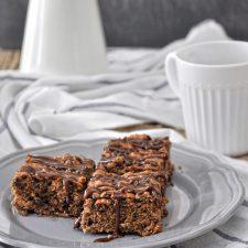 Νηστίσιμο κέικ με ταχίνι & σταγόνες σοκολάτας + GIVEAWAY!