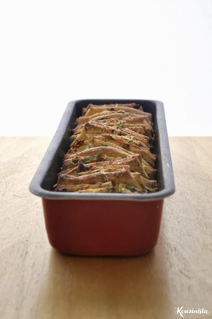 Ψωμί με σκόρδο και παρμεζάνα