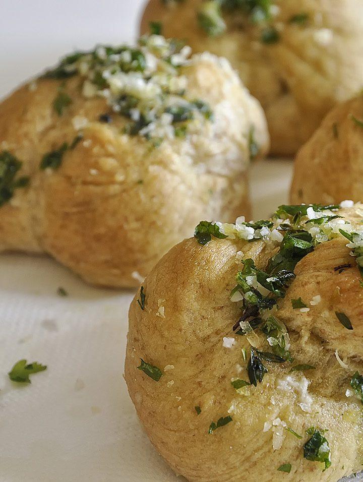 Μυρωδάτα ψωμάκια με σκόρδο / Garlic knots