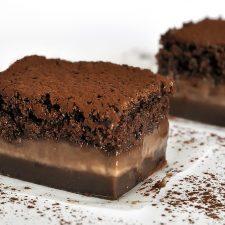 Μαγικό τριπλό κέικ σοκολάτας