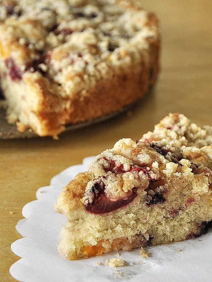 Καλοκαιρινό κέικ φρούτων με τραγανή κρούστα