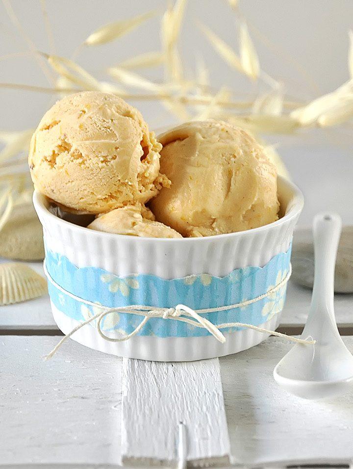 Παγωτό γιαούρτι με καραμελωμένα ροδάκινα