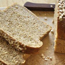 Ψωμί με νιφάδες βρώμης και ελαιόλαδο