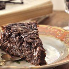 Σιροπιαστή σοκολατόπιτα με φύλλα