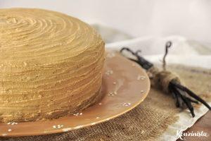 Νηστίσιμο σοκολατένιο κέικ με καραμελένια βουτυρόκρεμα / Egg-free dairy-free chocolate cake with caramel frosting