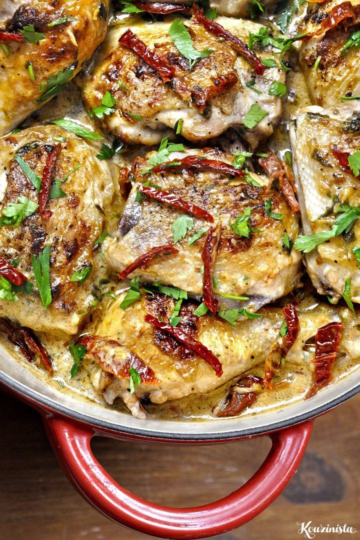 Κοτόπουλο μπούτι με λιαστές ντομάτες σε κρεμώδη σάλτσα