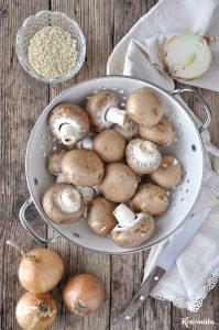 Τραχανόσουπα με καραμελωμένα κρεμμύδια & μανιτάρια / Trahana soup with caramelized onions & mushrooms
